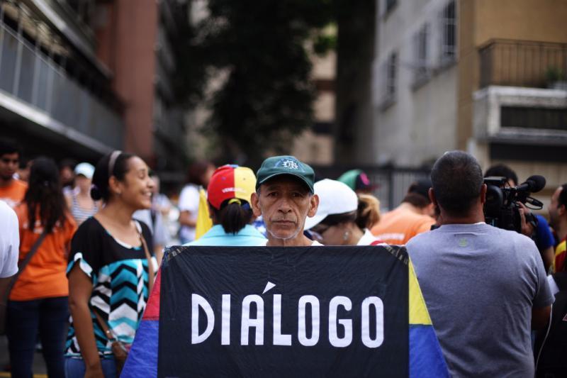 Die Mehrheit der Bevölkerung Venezuelas unterstützt einen Dialog zwischen Regierung und Opposition