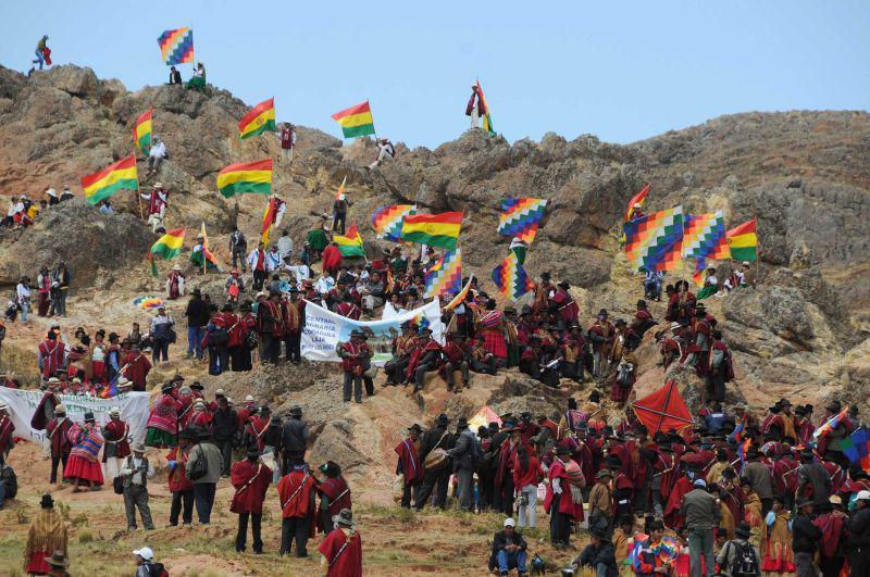 Umzug der Indígenas an den Ort der Gefangennahme Túpac Kataris