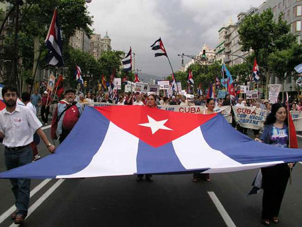 Solidarisch: Demonstration für Kuba in Barcelona