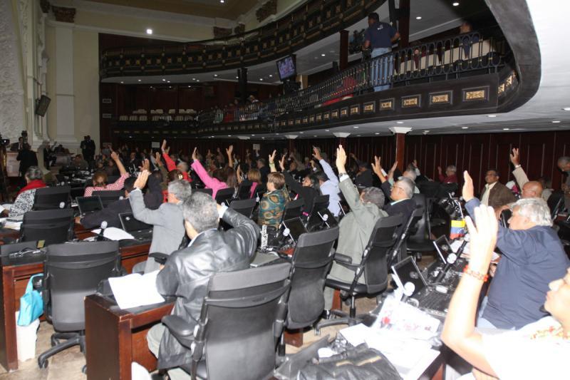 Abgeordnete bei der Abstimmung in der Nationalversammlung