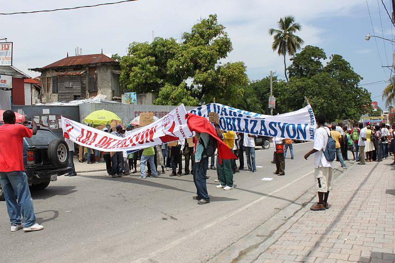 Auch an anderen Stellen der haitianischen Hauptstadt kam es zu Protesten...