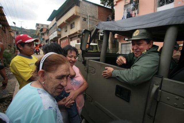 Präsident Chávez im Jeep unterwegs in La Pedrera