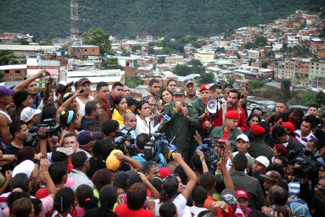 Präsident Chávez spricht mit den Bewohnern von La Pedrera
