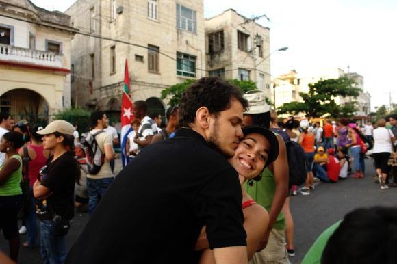 Ein Liebespaar mit auf dem Marsch