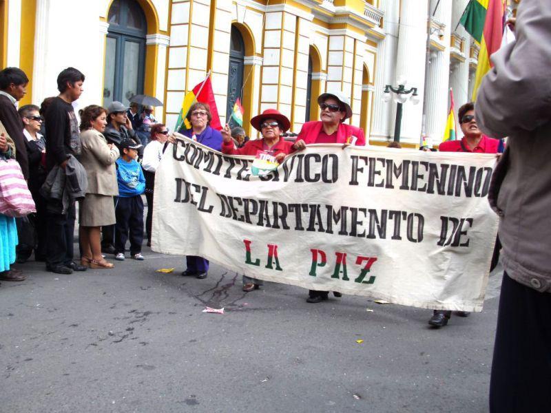 Auch ein Frauen-Bürgerkomitee, eine Oberschichts-Vereinigung, schliesst sich der Demonstration an