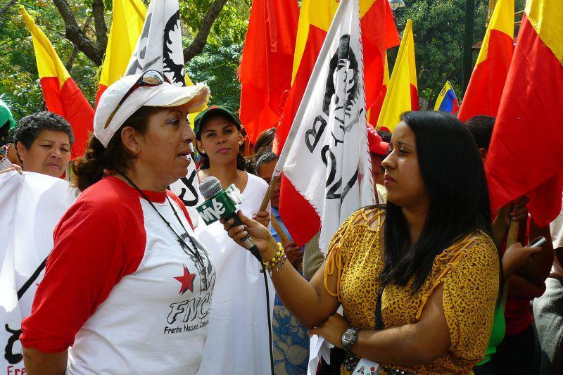 Vertreterin der Frente Campesino (revolutionäre Bauernorganisation) spricht mit dem staatlichen Fernsehsender Vive-TV