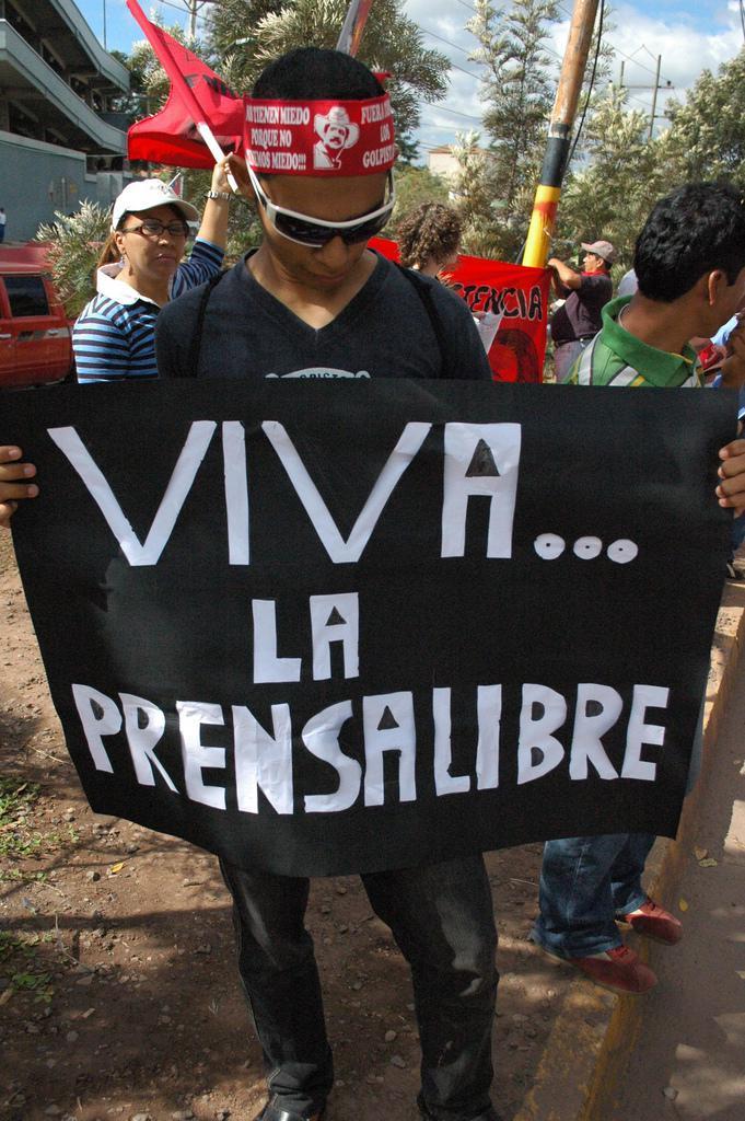 """""""Es lebe die freie Presse"""": Anhänger des gestürzten Präsidenten Manuel Zelaya"""