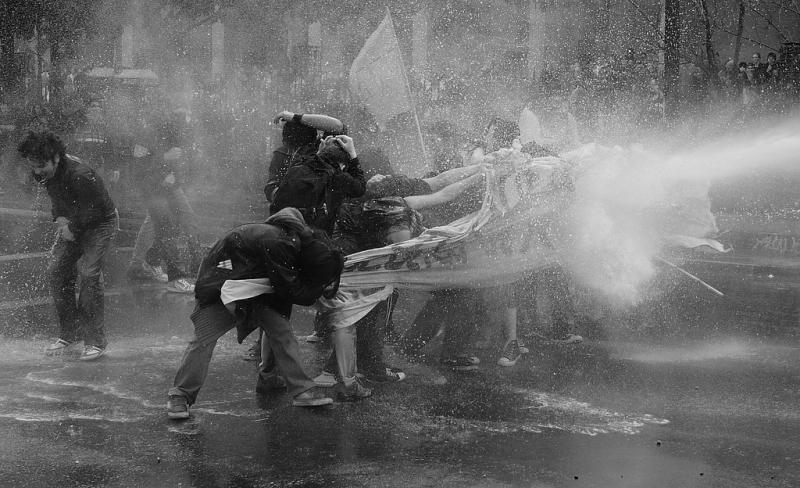 Wasserwerfer gegen Demonstranten in Santiago de Chile