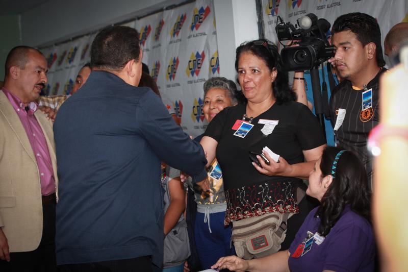 Chávez beim Interview vor dem Wahllokal