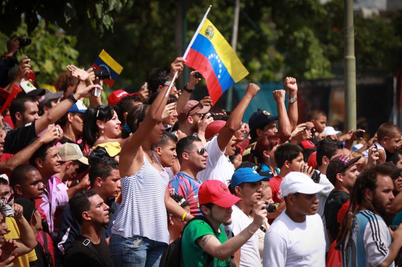 Jubelnde Anhänger von Präsident Chávez