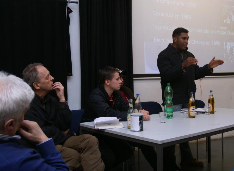 Felix Martínez erzählt in Hamburg von der Geschichte der Arbeiterbewegung