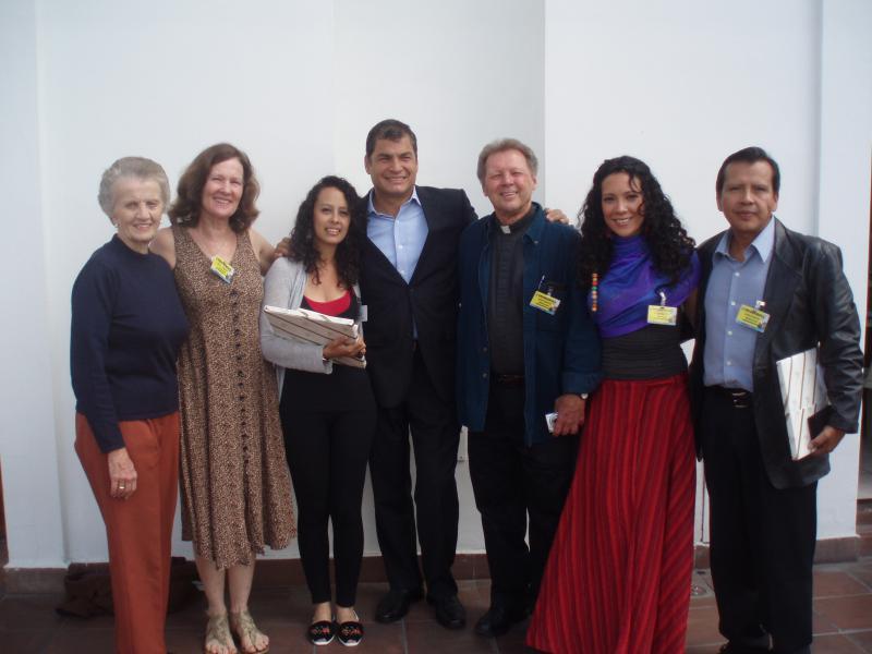 Aktivisten der SOA Watch mit Correa und Patiño