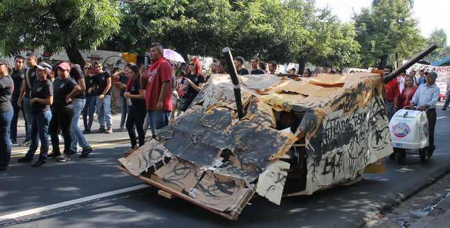 Die Streitkräfte fuhren 1975 mit Panzern gegen die Studenten auf