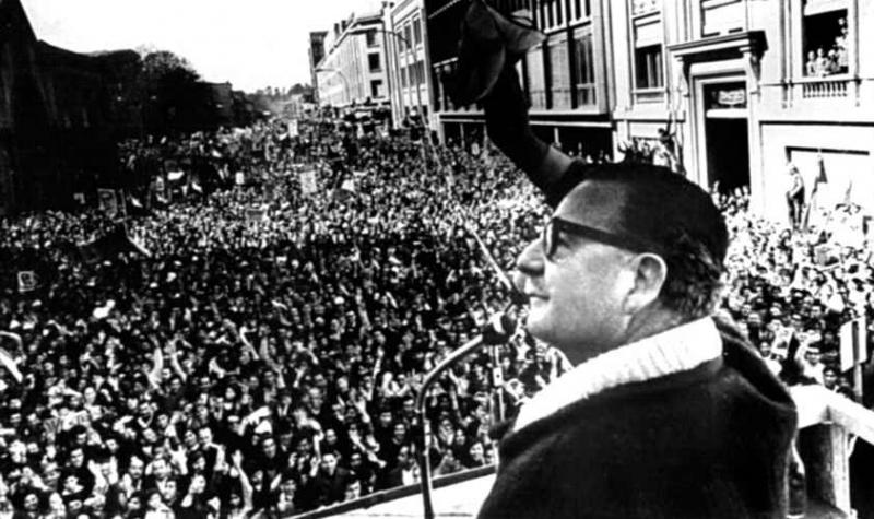 Allende bei einer Ansprache nach dem Wahlsieg