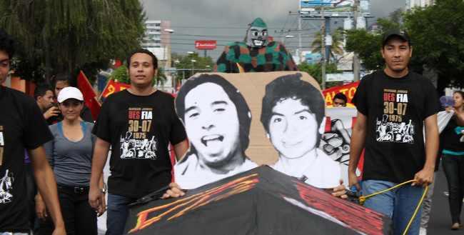Bilder von zwei der ermordeten Studenten