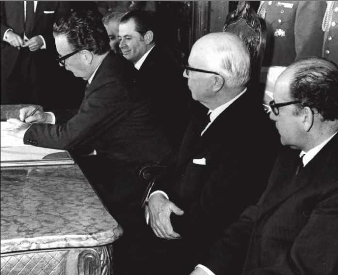 Allende unterschreibt das Gesetz zur Nationalisierung des Kupfers (Juli 1971)