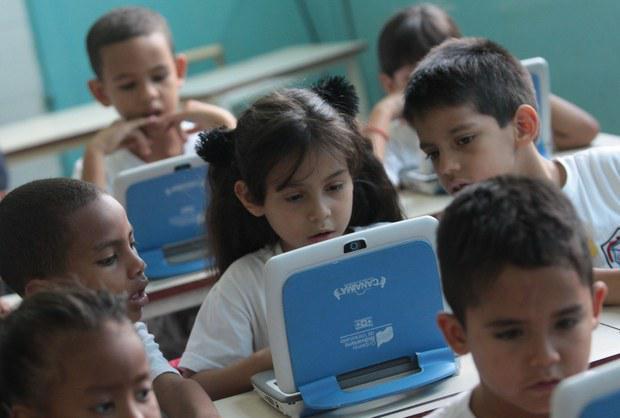 2,35 Millionen Kinder bekamen bislang von der venezolanischen Regierung kostenlos einen Canaima-Computer