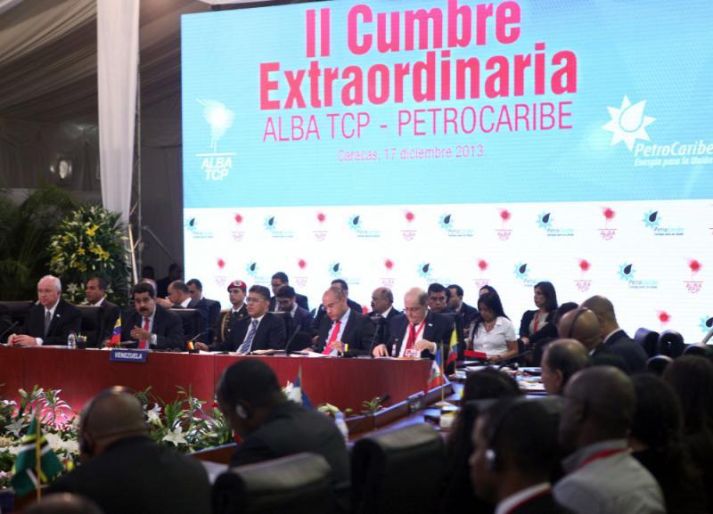 Beim 2. Außerordentlichen Gipfeltreffen ALBA-Petrocaribe in Caracas am 17. Dezember