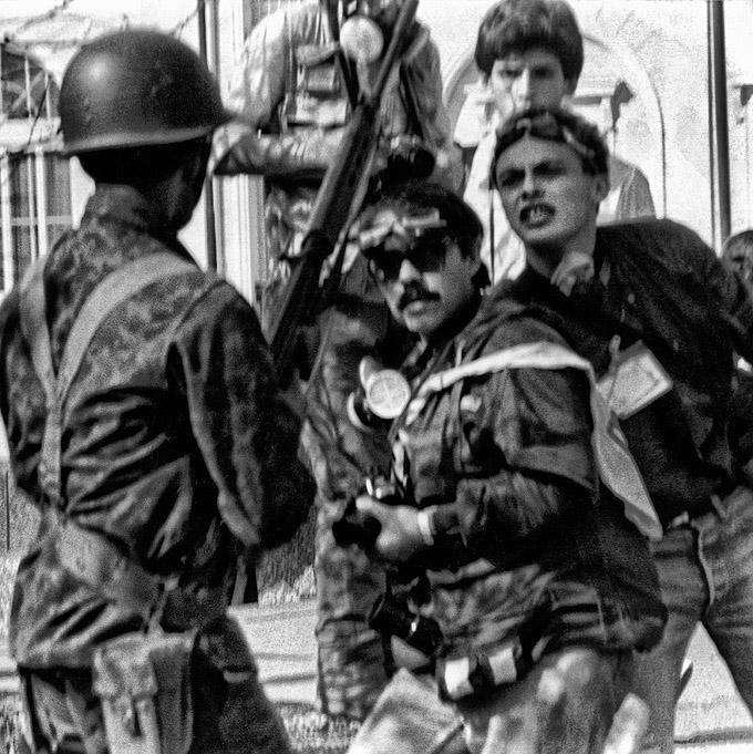 Militär gegen Fotografen, unter ihnen Santiago Oyarzo