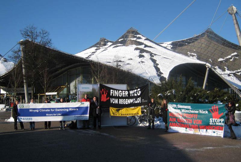 Protest gegen Belo Monte vor Siemens Hauptversammlung