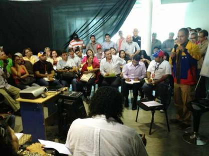 Minister Villegas beim Treffen mit Vertretern von Basismedien in Caracas