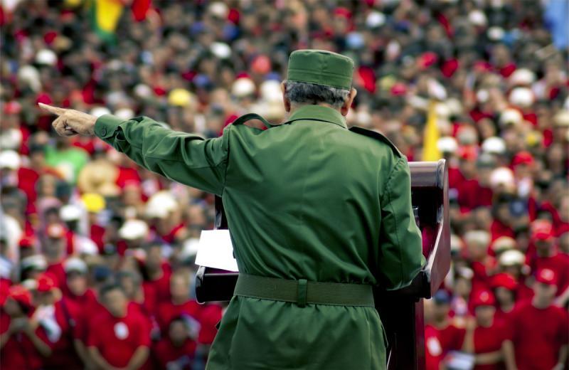 Fidel Castro bei einer Absprache in Jahr 2005