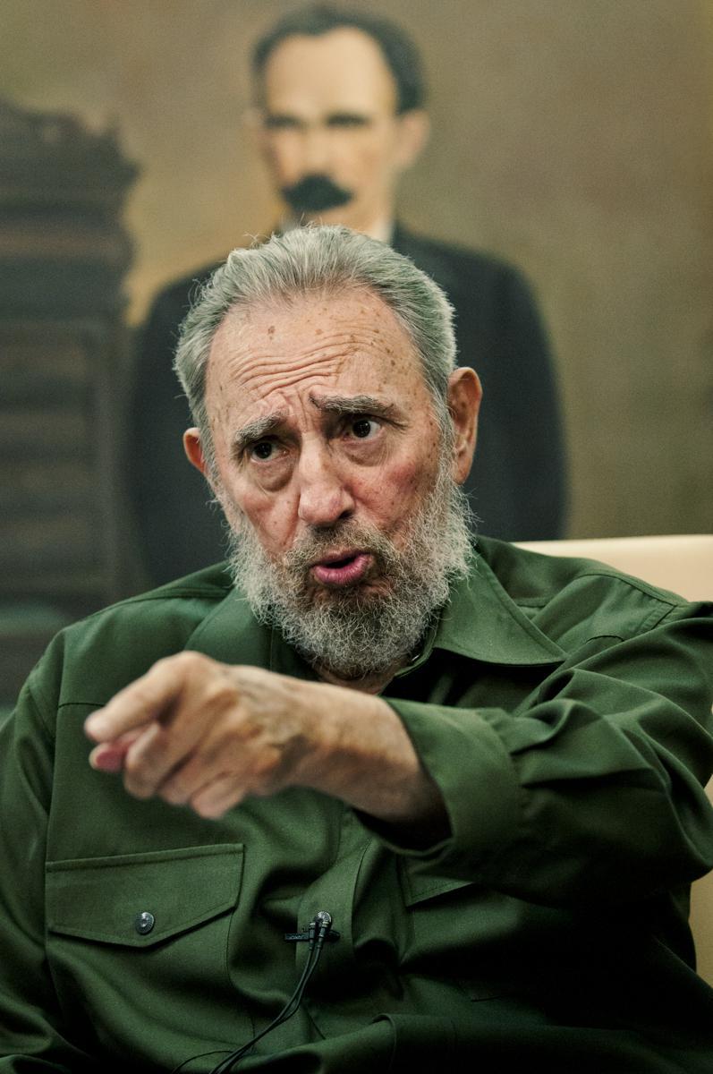 A la luz de Martí (2010): Castro vor dem Portrait des Nationalhelden José Martí