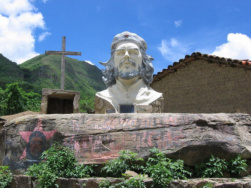 Statue von Che Guevara am Ort seiner Ermordung in Bolivien