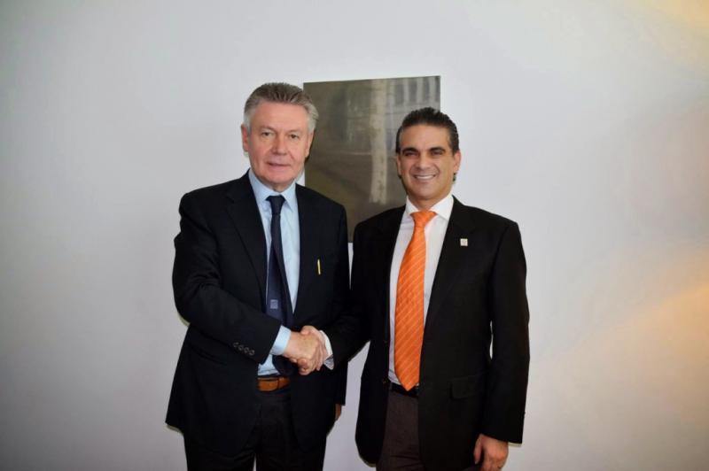 Der Handelminister Ecuadors, Francisco Rivadeneira (rechts), mit dem Europakommissar für Handel, Karel de Gucht