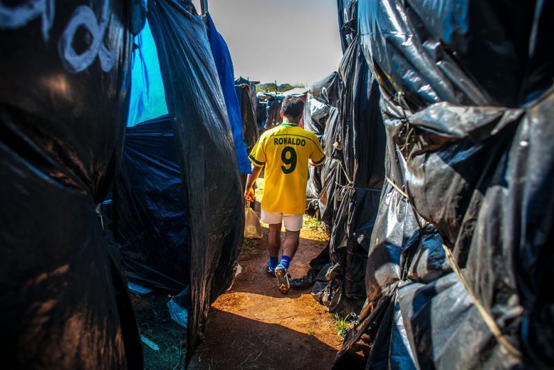 Spieler mit Trickot von Ronaldo, dem ehemaligen brasilianischen Star-Fußballspieler