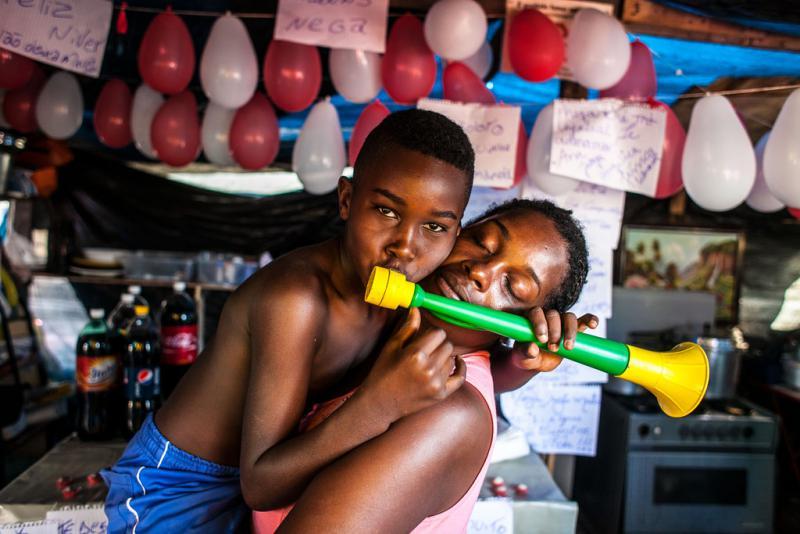Vorfreude auf das Spiel: Auch in Copa do Povo kommt die Tröte zum Einsatz