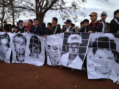 Angehörige der Opfer fordern eine lückenlose Aufklärung des Massakers und die Freilassung der inhaftierten Bauern