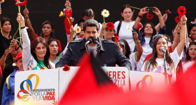 Maduro bei Frauendemonstration