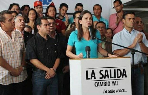 """María Corina Machado bei einem Auftritt im vergangenen Februar unter dem Slogan """"Der Ausweg: Wandel jetzt! Die Straße siegt..."""""""