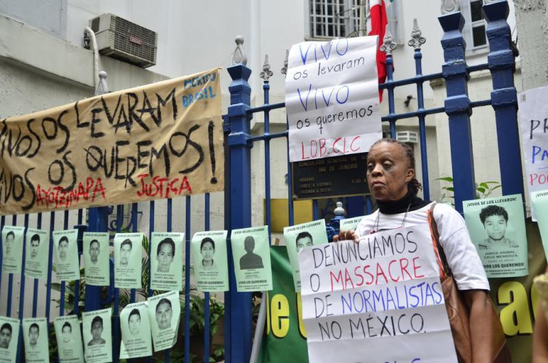 In mehreren lateinamerikanischen Städten gab es Solidaritäts- und Protestaktionen vor den Botschaften Mexikos. So in Brasilien in Rio de Janeiro ...