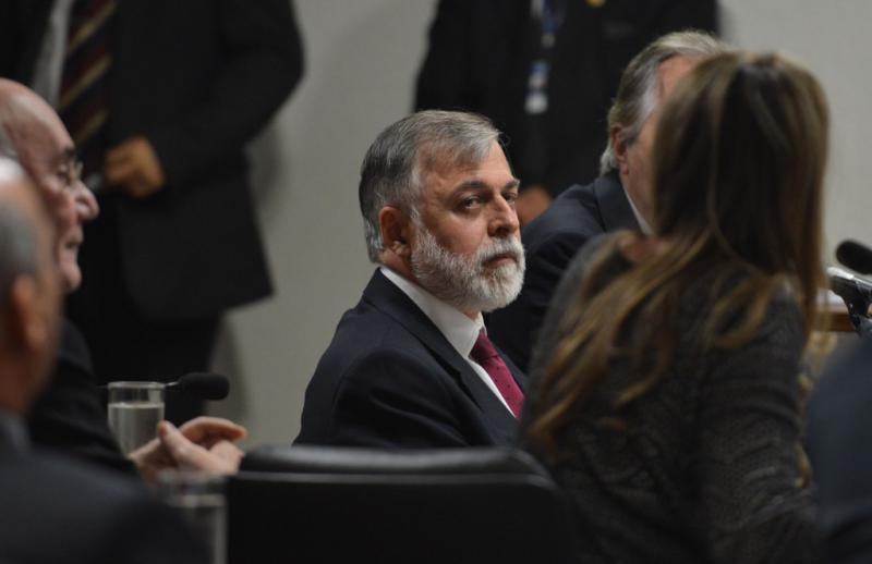 Der inhaftierte Ex-Direktor von Petrobras, Paulo Roberto Costa, vor dem Untersuchungsausschuss des Senats am 2. Dezember