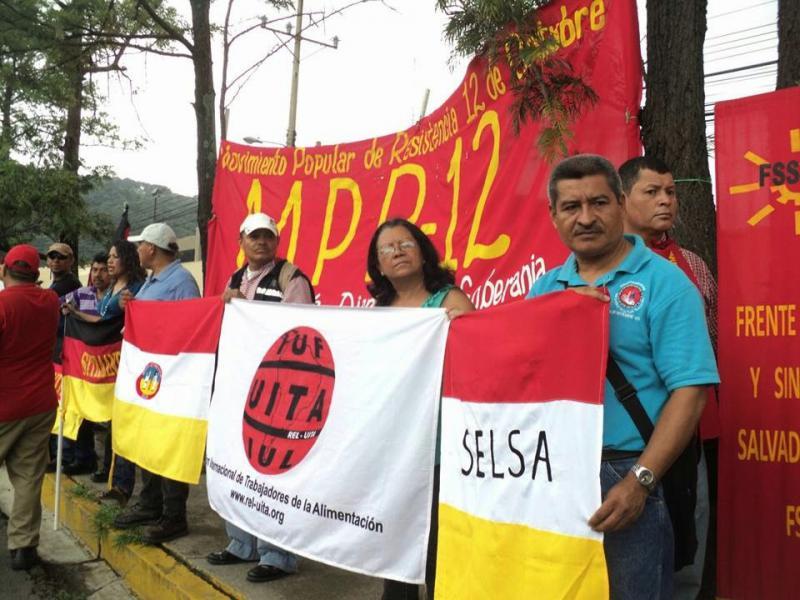 Bauernorganisationen protestierten am 6. Juni vor der US-Botschaft in San Salvador