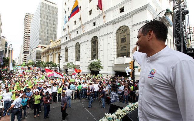 Rafael Correa auf der Demonstration in Guayaquíl