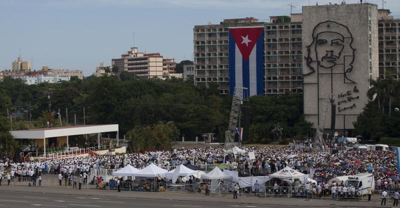 Die erste Messe in Kuba hielt der Papst auf dem Platz der Revolution in Havanna ab