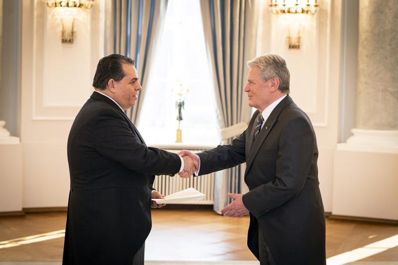 Botschafter Maniglia, hier bei seiner Akkreditierung bei Bundespräsident Joachim Gauck am 17. Februar 2015