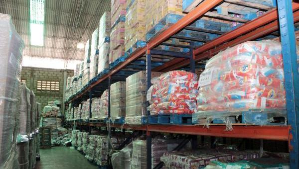 Die Lager des Unternehmens Herrera C.A. sind mit Gütern voll, die in den Supermärkten fehlen