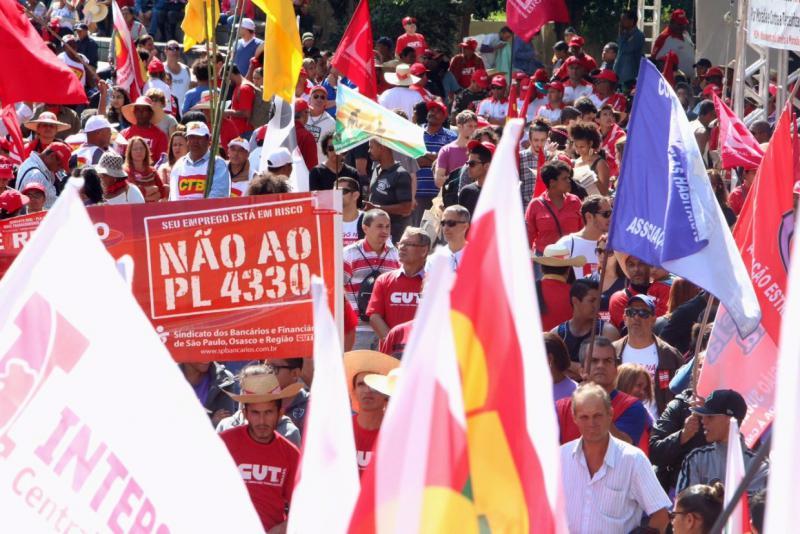 Der Protest der Arbeiter richtete sich auch gegen den Gesetzentwurf Nummer 4330/04, der die Freigabe der Möglichkeiten für Firmen zum Outsourcing und zur Nutzung von Personalverleihern vorsieht