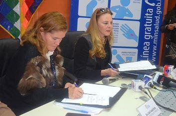 Vize-Gesundheitsministerin Carla Parada (rechts im Bild)