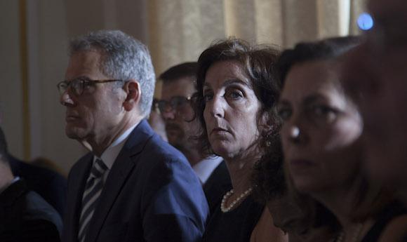 Auch unter den Gästen: Die Chefunterhändlerin der US-Delegation bei den Verhandlungen mit Kuba, Roberta Jacobson. Rechts neben ihr die kubanische Delegationsleiterin, Josefina Vidal