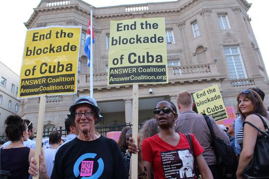 Aktivisten der Friedensbewegung fordern ein Ende des Embargos
