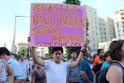 """Code Pink, eine NGO gegen Rassismus und für Frieden, hatte zur """"Party vor der kubanischen Botschaft"""" aufgerufen, um die Eröffnung zu feiern"""