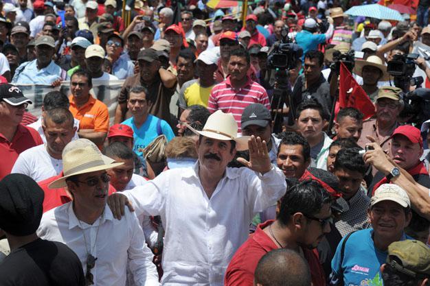 In Honduras nahm Ex-Präsident Manuel Zelaya in der Hauptstadt Tegucigalpa an der 1.-Mai-Demonstration teil. Der demokratisch gewählte Zelaya wurde im Jahr 2009 durch einen Putsch gestürzt
