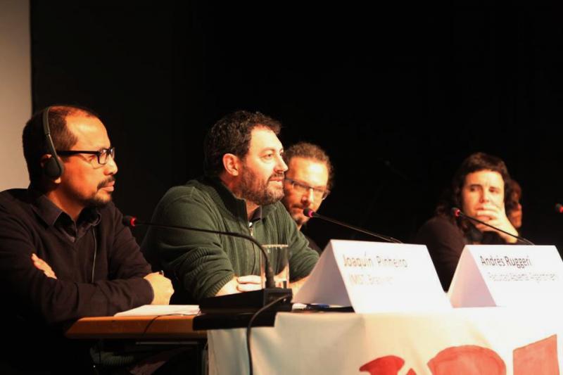 Am zweiten Tag gab es Beiträge von Joaquín Piñero (Movimento Sem Terra,  Brasilien), Andrés Ruggeri (Facultad Abierta, Argentinien), Dario Azzellini (Politologe, workerscontrol.net) und Alaitz Amundarain (Askapena, Baskenland) zu ihren internationalistischen Ansätzen