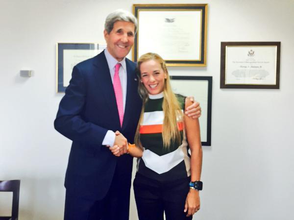 US-Außenminister John Kerry und die Ehefrau von López, Lilian Tintori, bei ihrem Treffen am 1. September