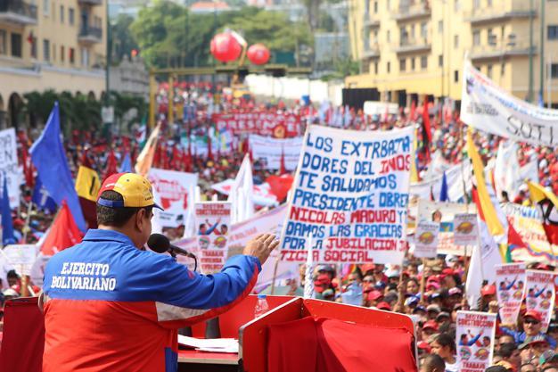 Präsident Nicolás Maduro spricht bei der Abschlusskundgebung